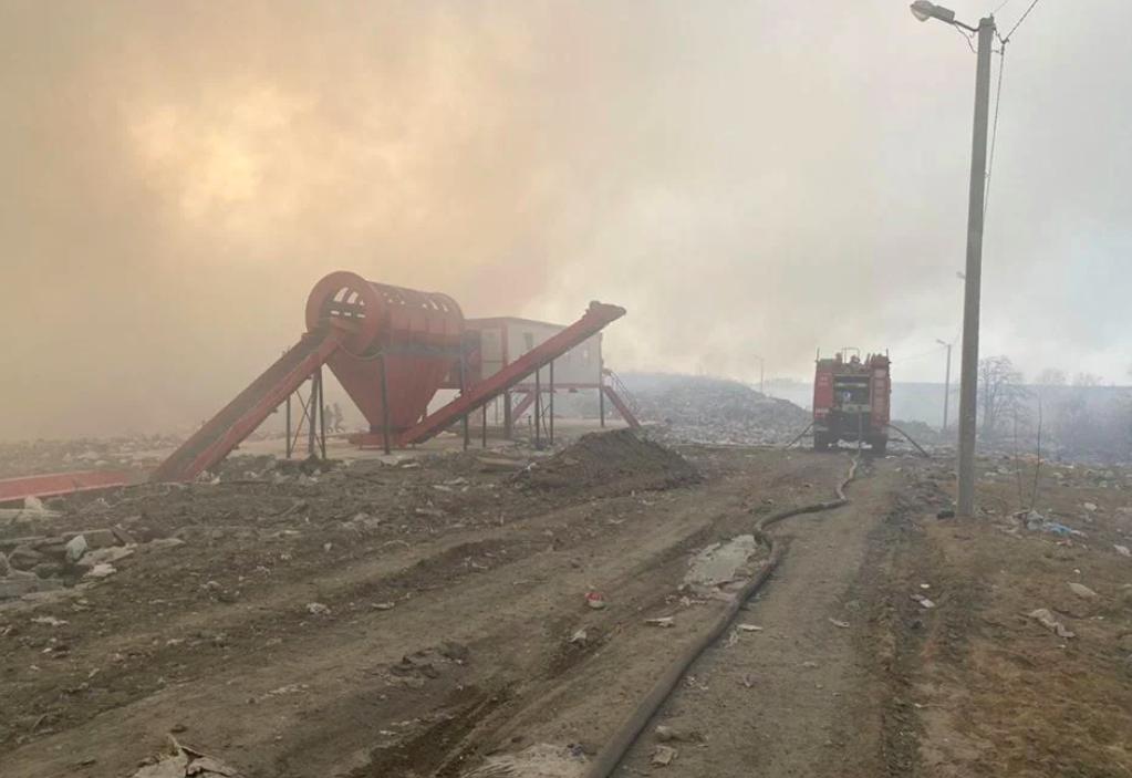 На Львівщині на сміттєзвалищі спалахнула масштабна пожежа
