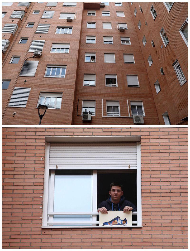 15-річний Серхіо Мартінес тримає малюнок біля вікна у своїй квартирі в Мадриді, Іспанія