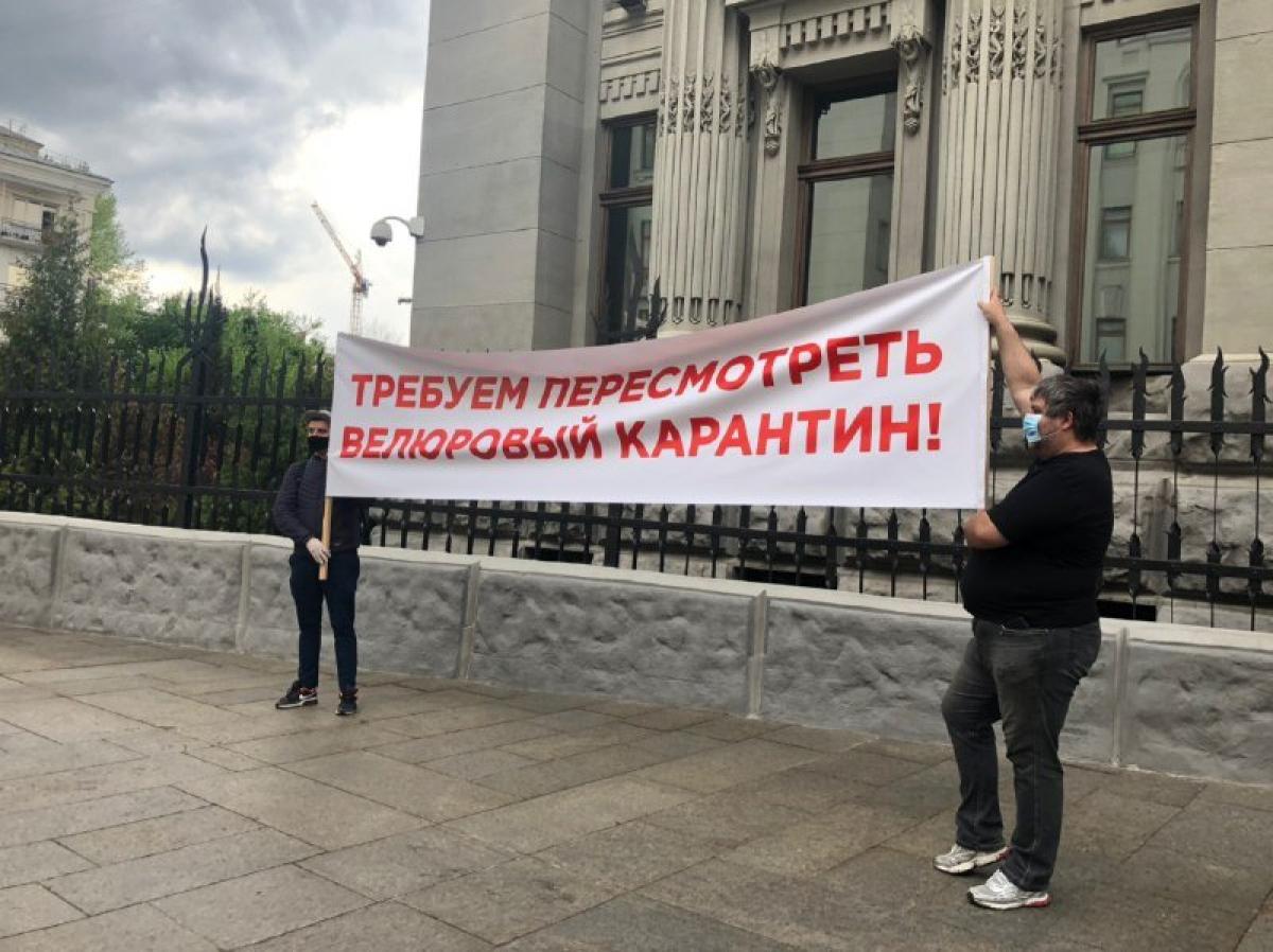 ресторатори вийшли на акцію протесту на Банкову