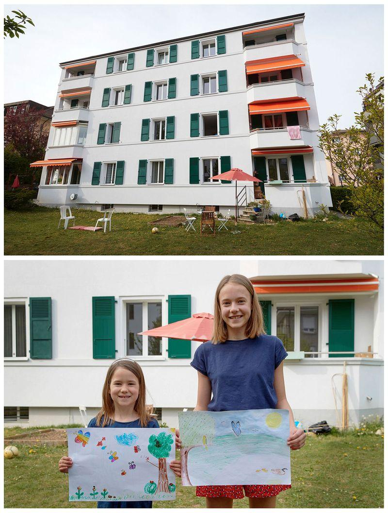 Єва та Камілла тримають малюнки, які вони малювали в Лозанні, Швейцарія