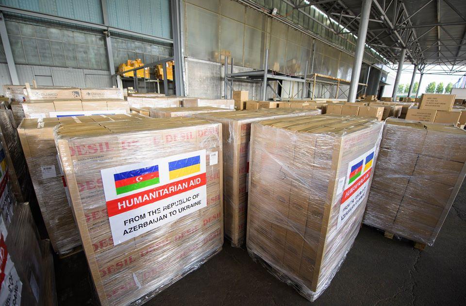 В Україну прилетіла гуманітарна допомога з Баку у межах протидії поширенню COVID-19