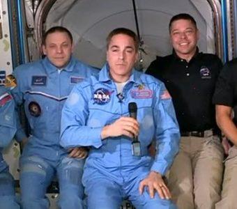 """Астронавти з корабля """"Crew Dragon"""" зійшли на борт МКС, Маск прокоментував"""
