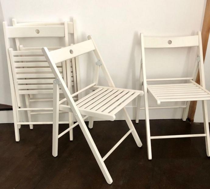 IKEA продає стільці з деревини