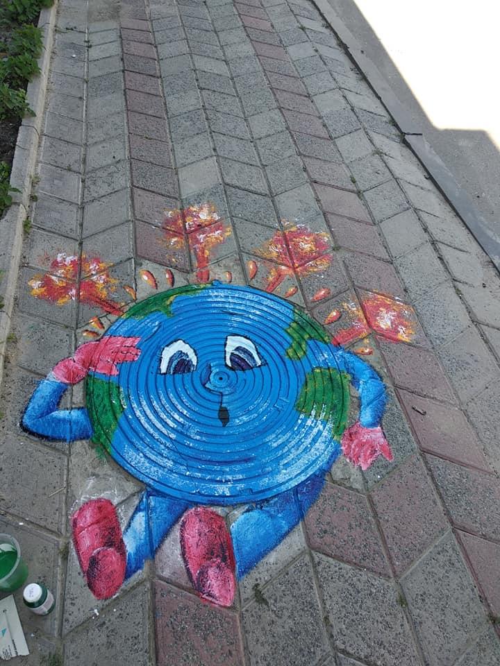 На Рівненщині перетворили каналізаційні люки на арт-об'єкти
