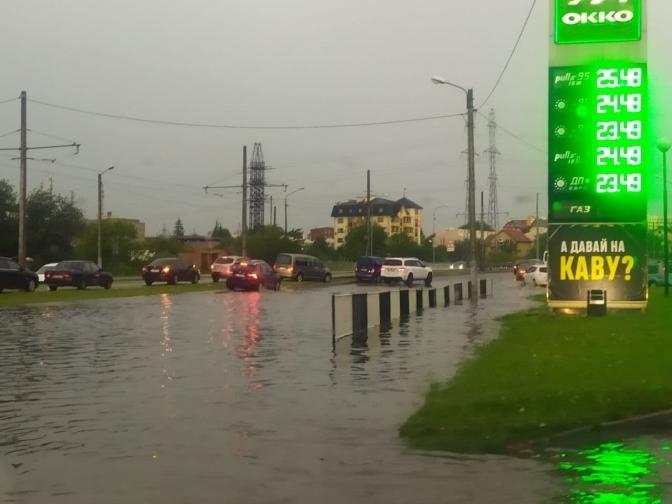 у Львові пройшла злива з градом