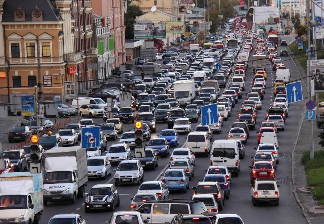Пішохідна інфраструктура та безбар'єрність лишаються на папері