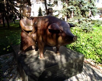пам'ятник Свині