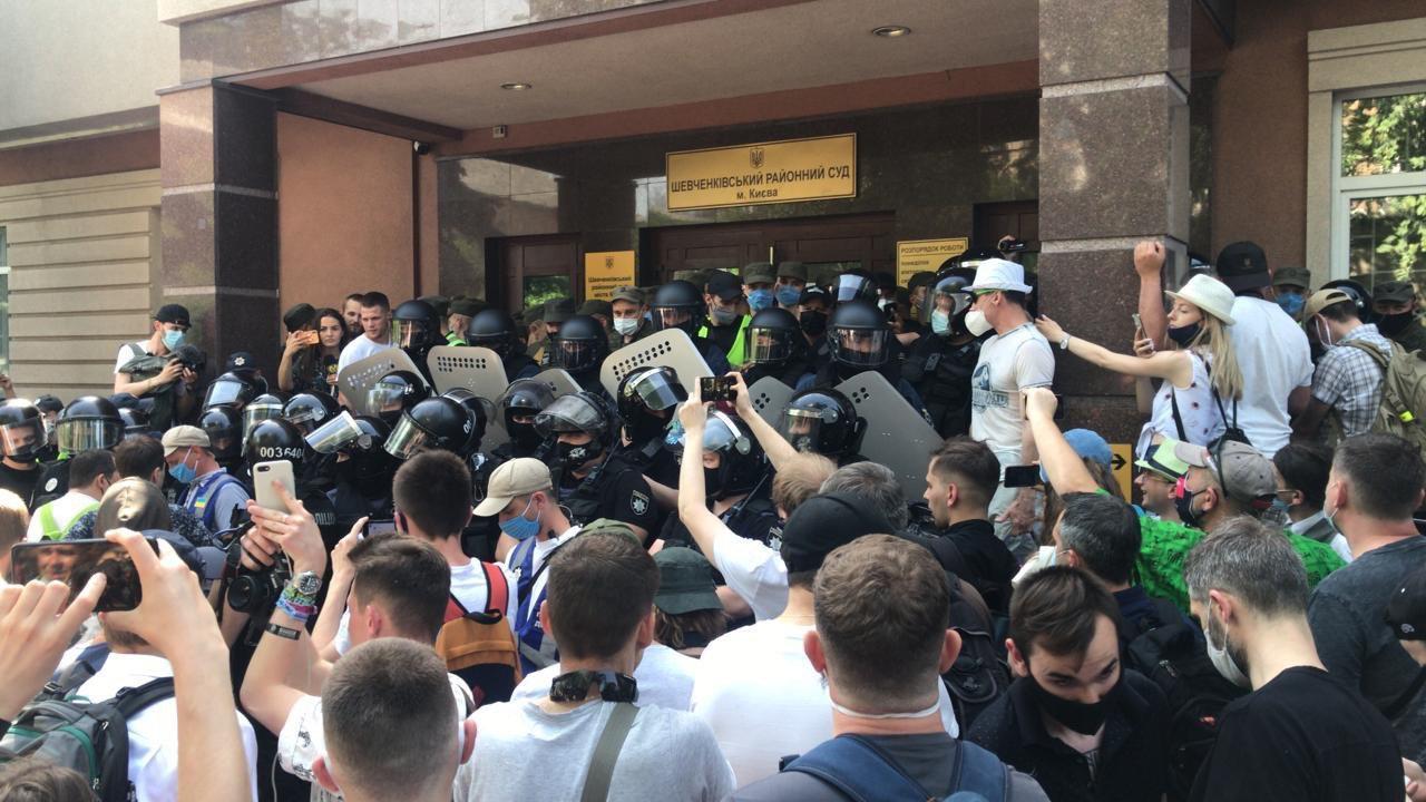 суд стерненко