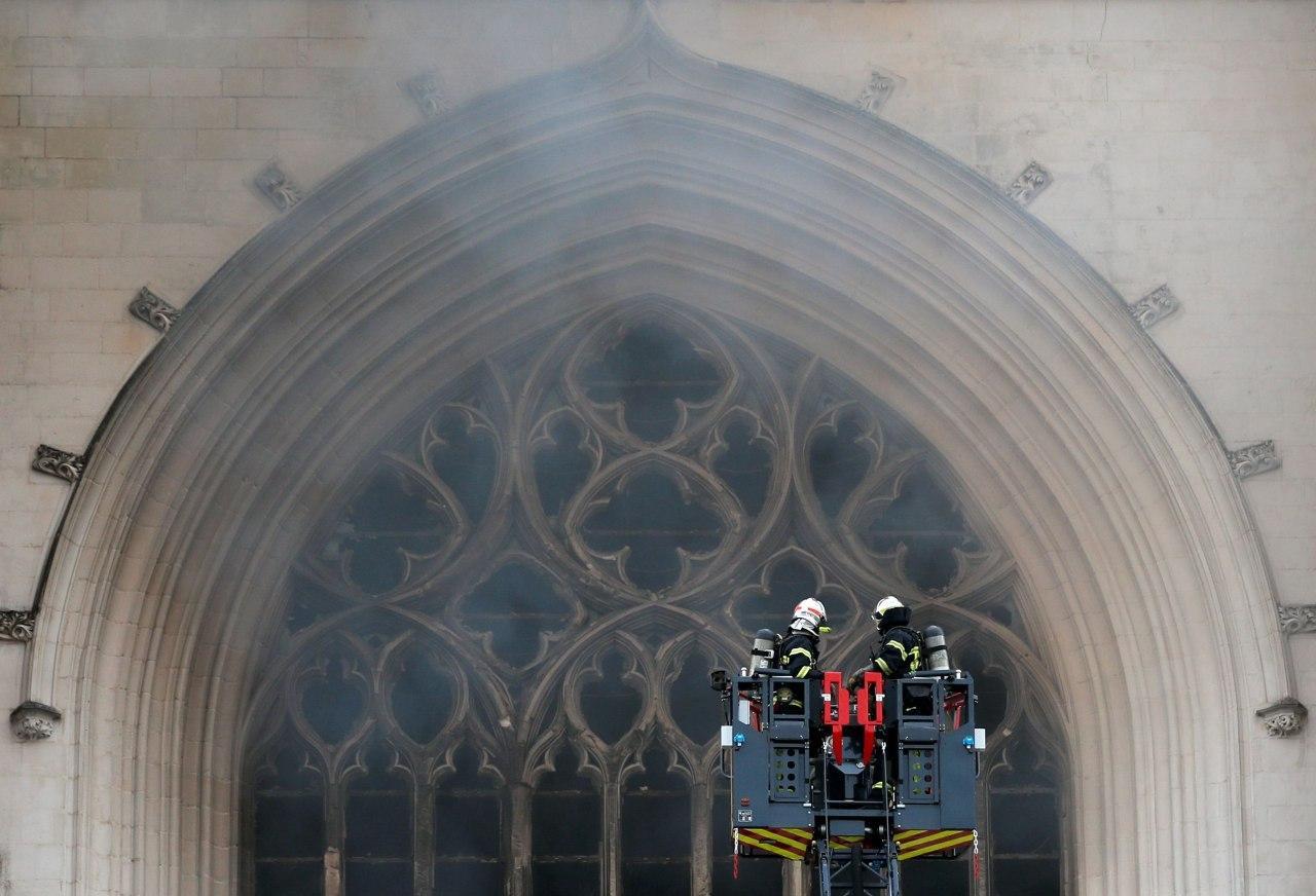 У Франції горить готичний собор XV сторіччя