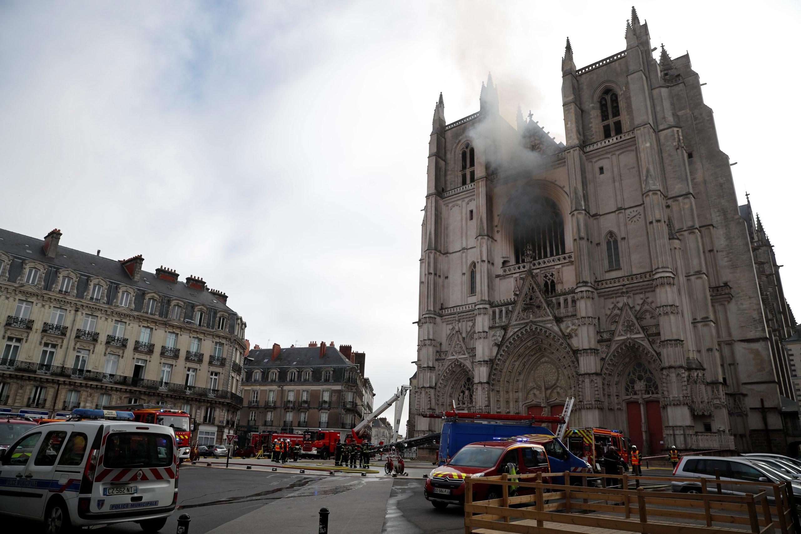 Пожежа в соборі у Нанті