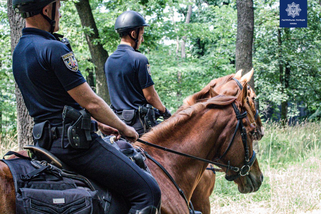 У Києві парки почала патрулювати кінна поліція