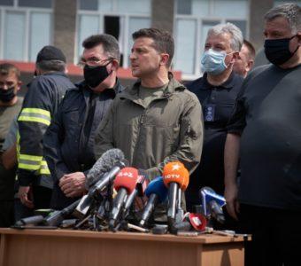 Семьи, потерявшие жилье в результате пожаров в Луганской области, получат по 300 тыс грн, - президент