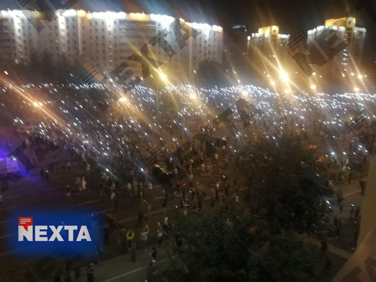 Автозак въехал в толпу протестующих в Минске