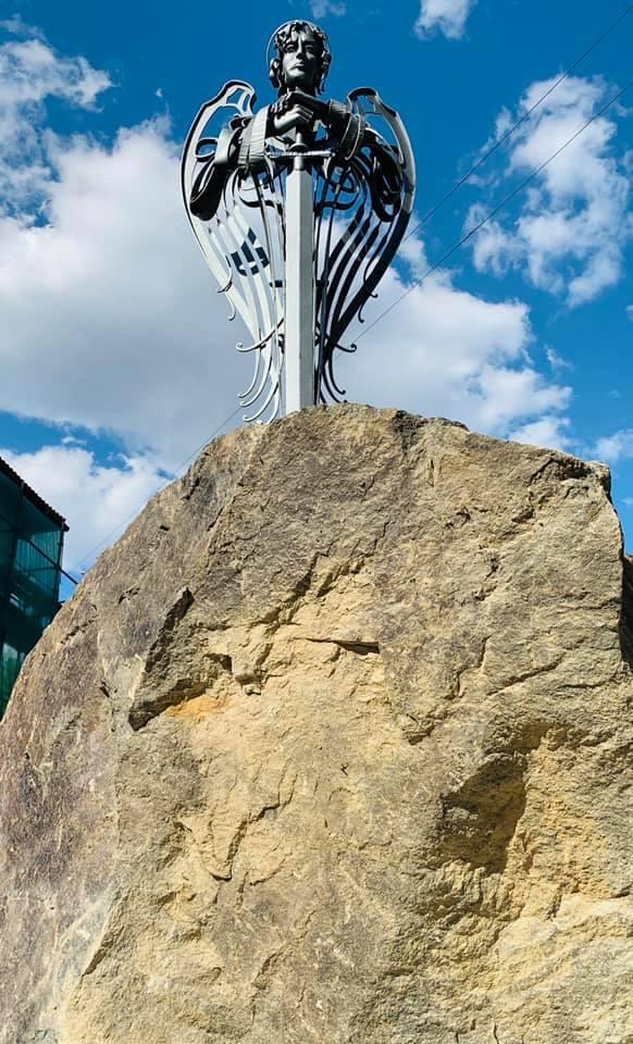 Статуя Архангела Михаїла Маріуполь