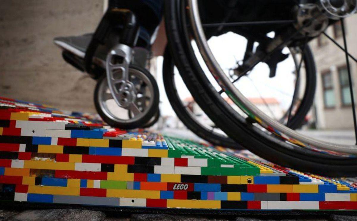 пандус из Lego