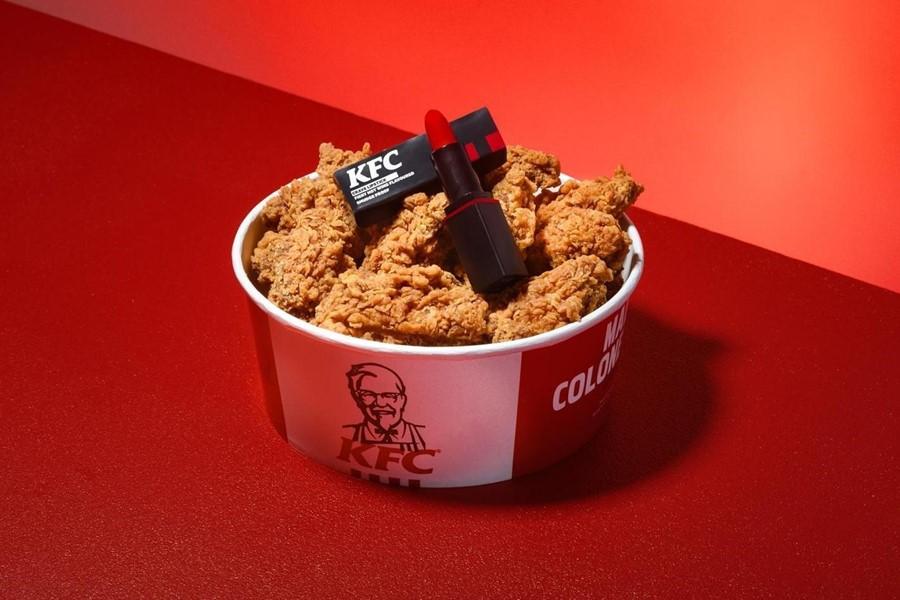 KFC випустила лімітовану колекцію губної помади зі смаком курячих крилець
