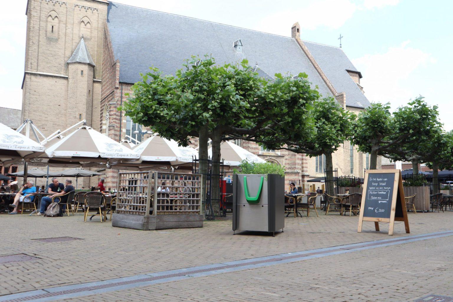 В Амстердамі встановили громадські пісуари з клумбами коноплі