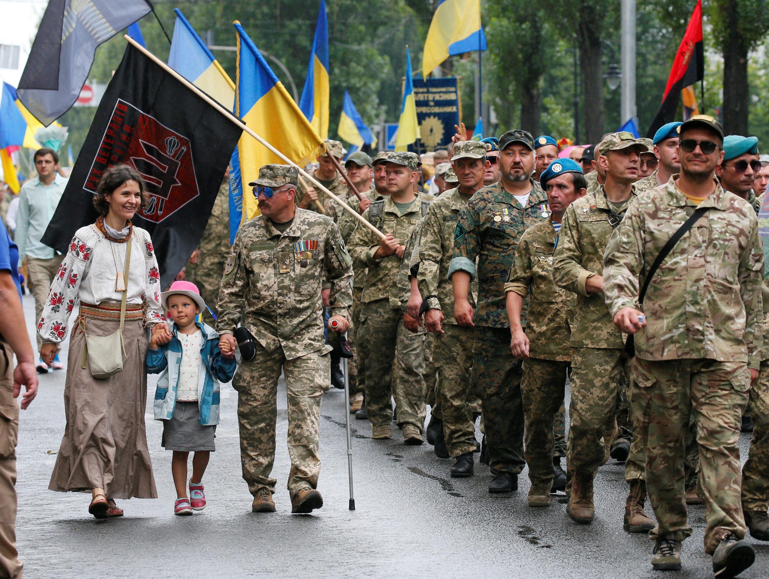 Рекордна хода. Тисячі людей вийшли на Марш захисників у Києві | Рубрика