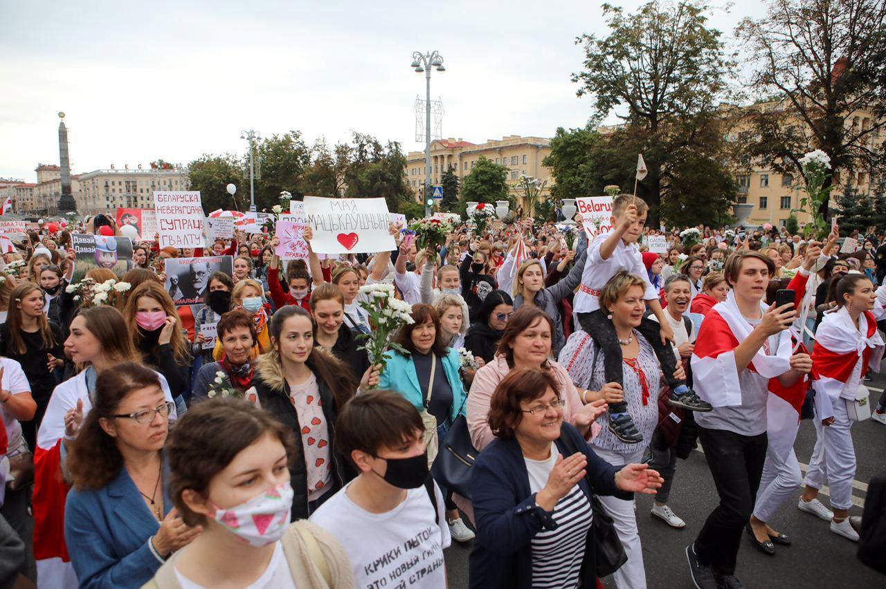 У Мінську проходить жіночий марш солідарності, затримали двох українських журналістів: відео