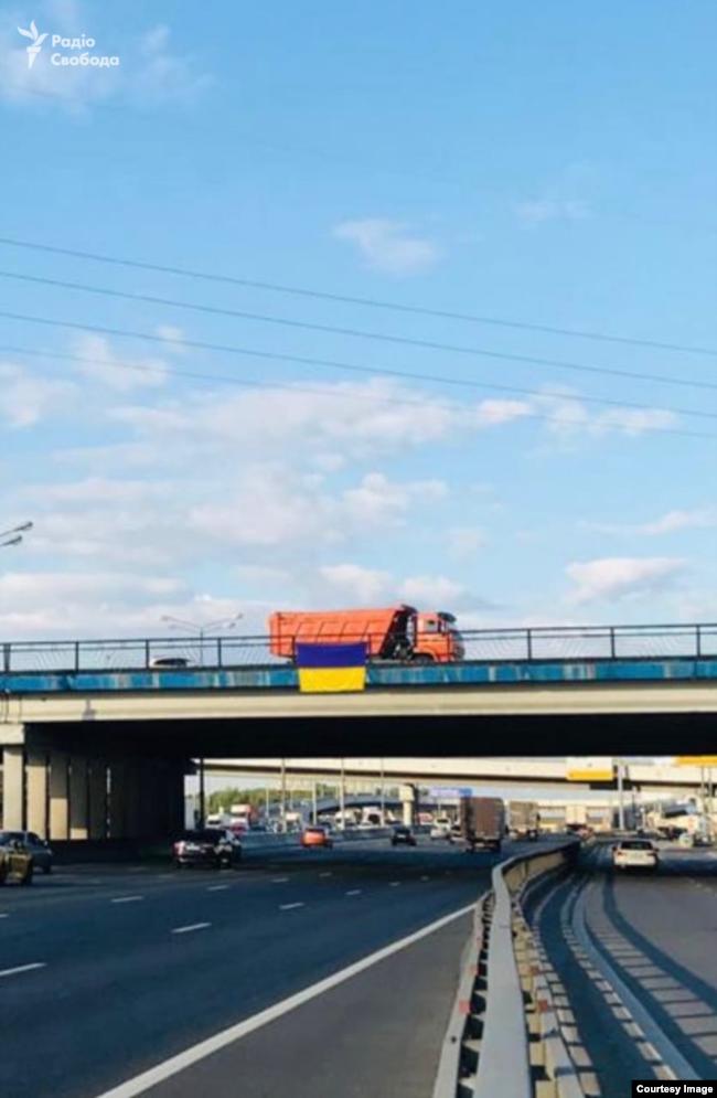 В окупованих Криму і на Донбасі підняли прапори України