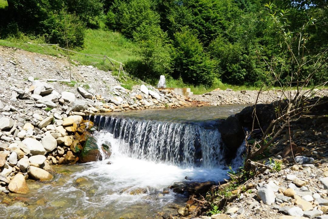 Біля єдиного в Україні мінерального гейзера облаштували зону для відпочинку