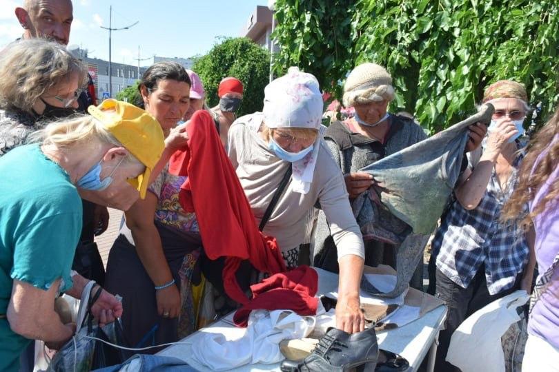 Як допомагати бездомним