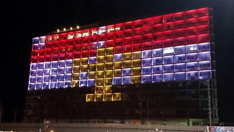 Мерію Тель-Авіва підсвітили в кольори ліванського прапора