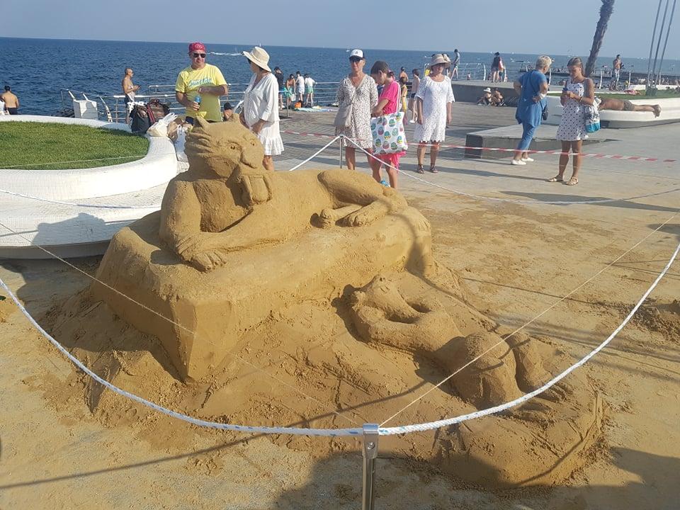 В Одесі з піску зліпили триметрові скульптури мультяшних героїв