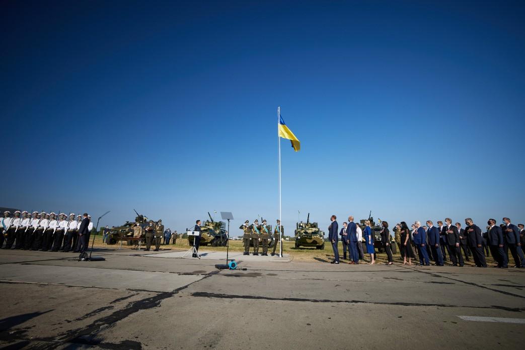 Зеленський: Синьо-жовтий стяг є незмінним символом нашої вільної, демократичної, незалежної держави