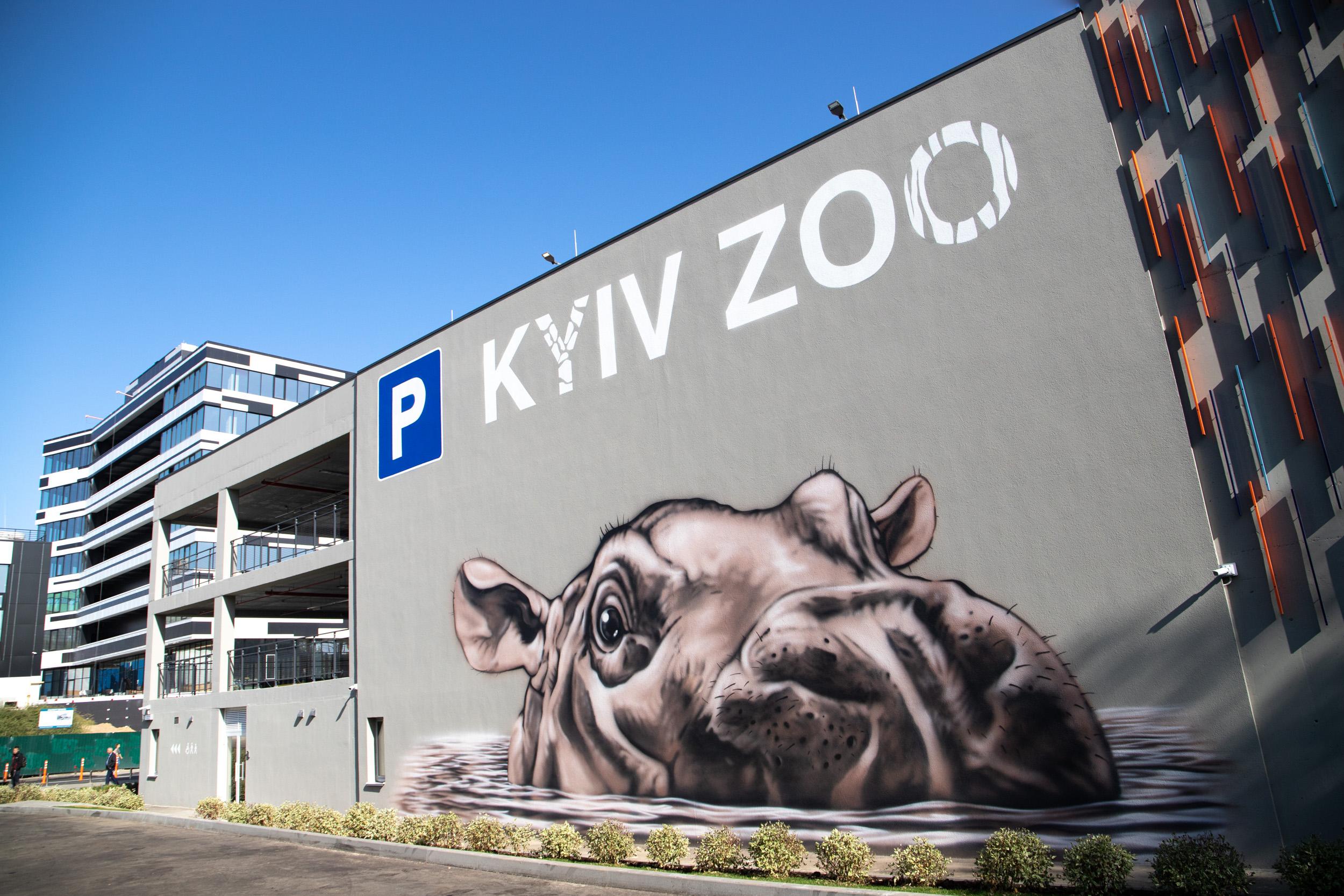 У Київському зоопарку запрацював паркінг: з електрозарядками і місцями для велосипедів