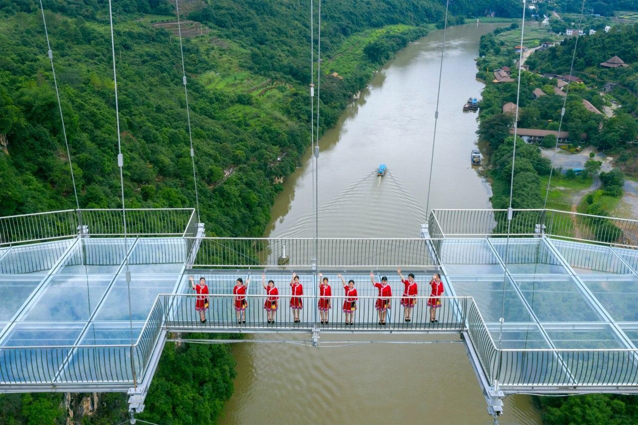 рекордний скляний міст Китай
