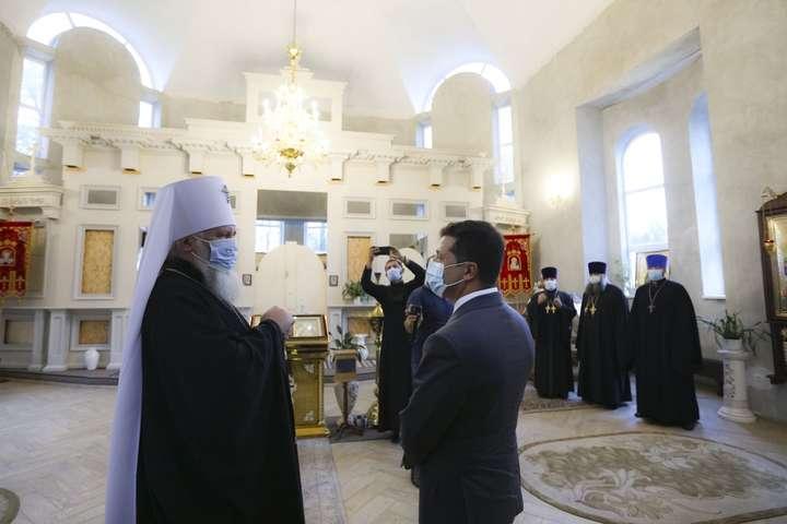 Зеленський почав нагороджувати за заслуги митрополитів Московської церкви