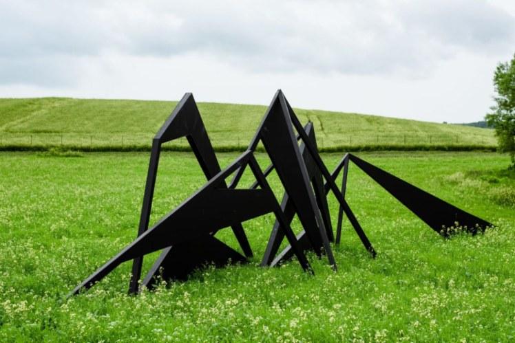 Біля Львова відкрили перший в Україні публічний парк сучасної скульптури