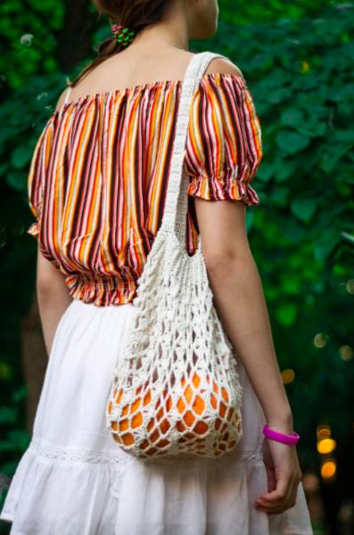 Як у Вінниці сліпі в'язальниці роблять еко-сумки