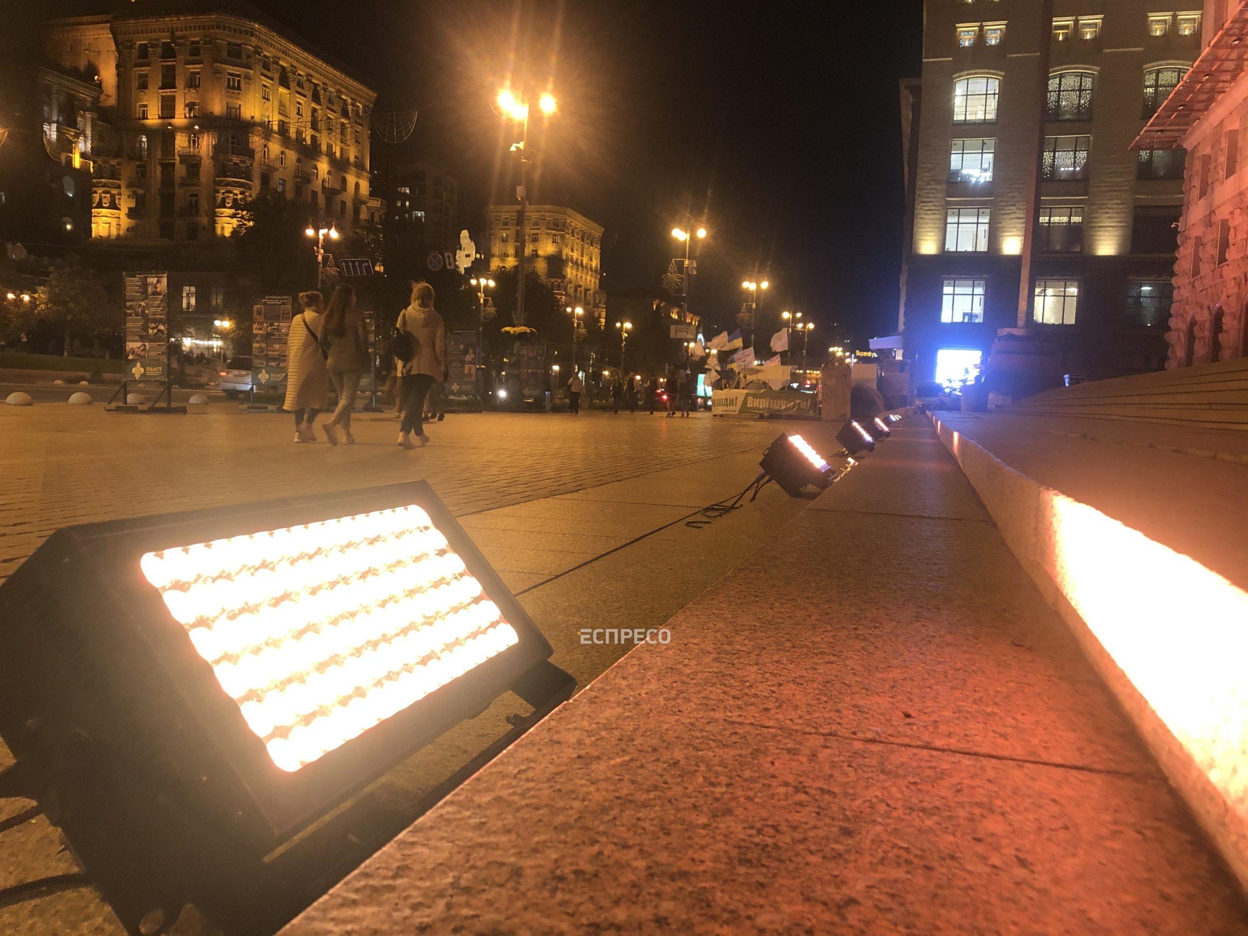Київраду підсвітили золотими барвами на підтримку боротьби з дитячим раком