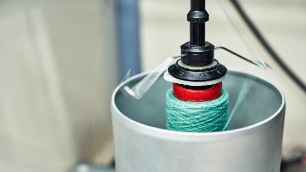 H&M показала, як екологічно переробити старий одяг в новий за 5 годин