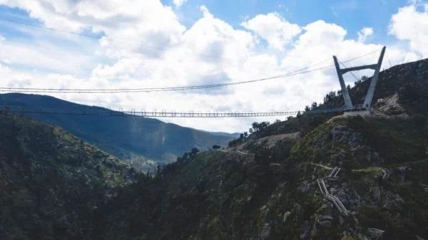 У Португалії побудували найдовший підвісний пішохідний міст у світі: фото, відео