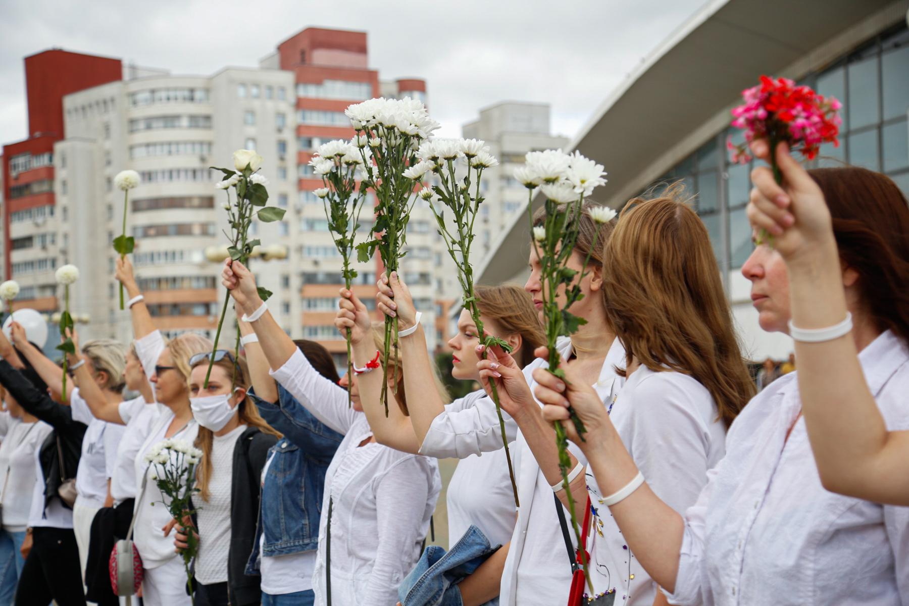 білорусь протести жінок
