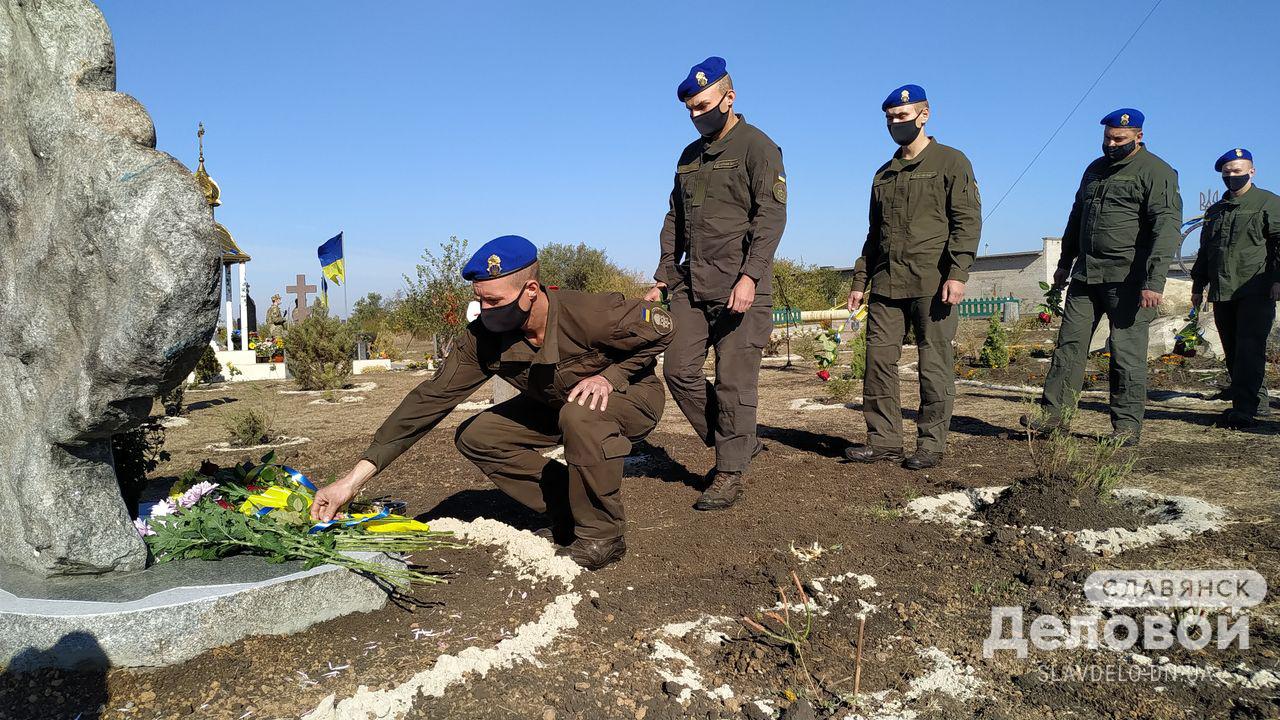 На Донеччині на горі Карачун відкрили пам'ятник українській пісні
