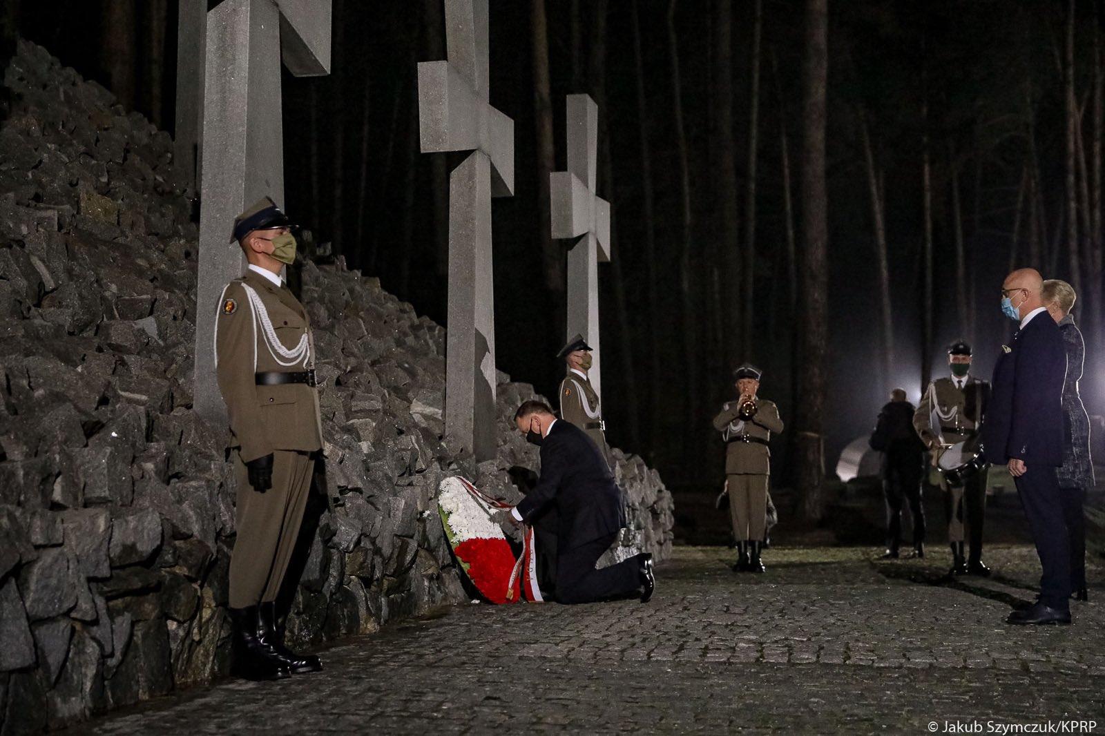 Дуда прибув з візитом в Україну та відвідав польське військове кладовище в Биківні