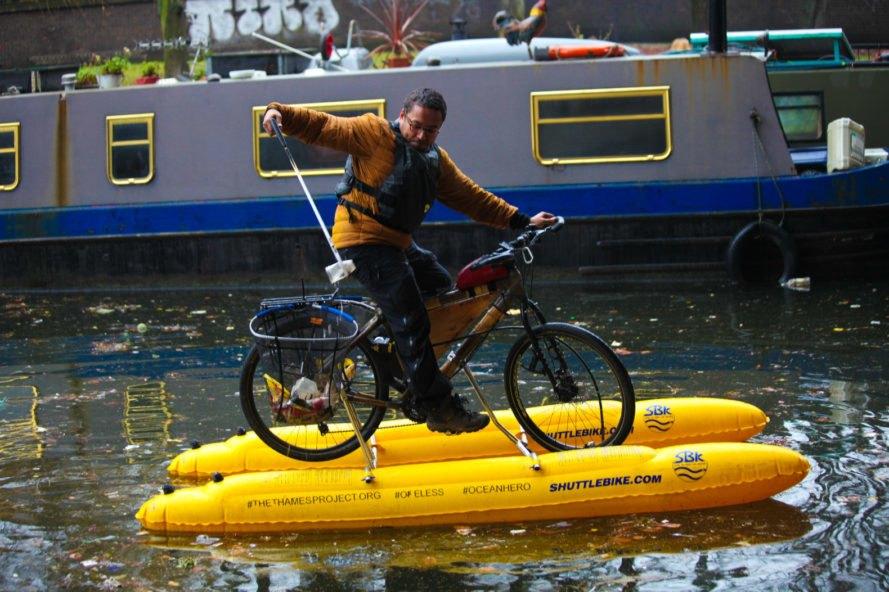 сміття на велосипедах сортування