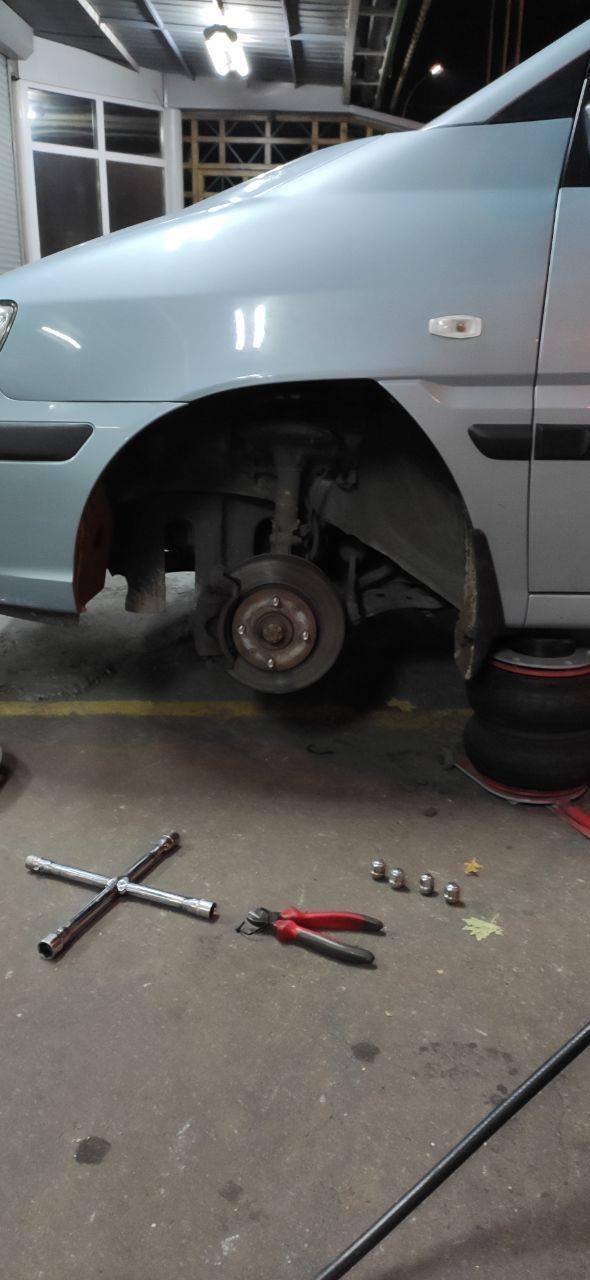У Миколаєві спостерігачам КВУ пошкодили автомобіль