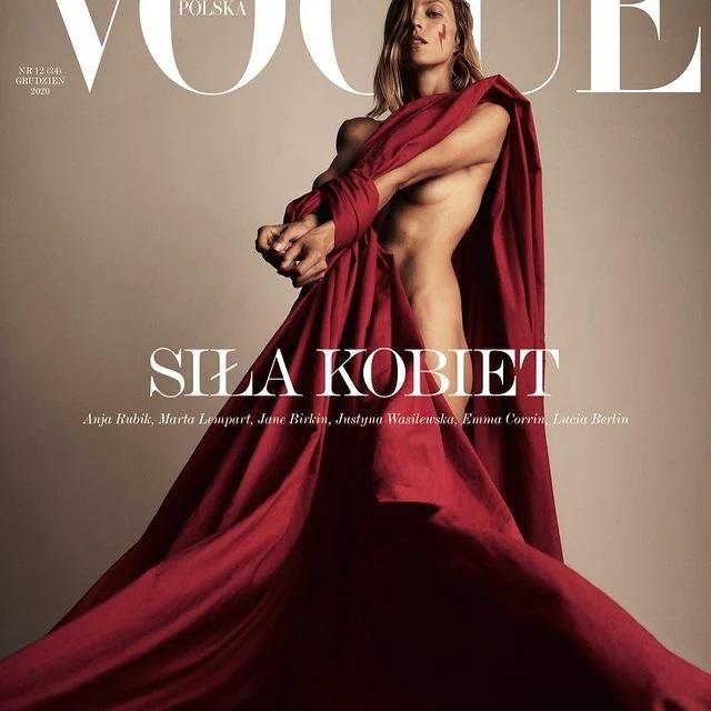 модель знялася оголеною для польського Vogue