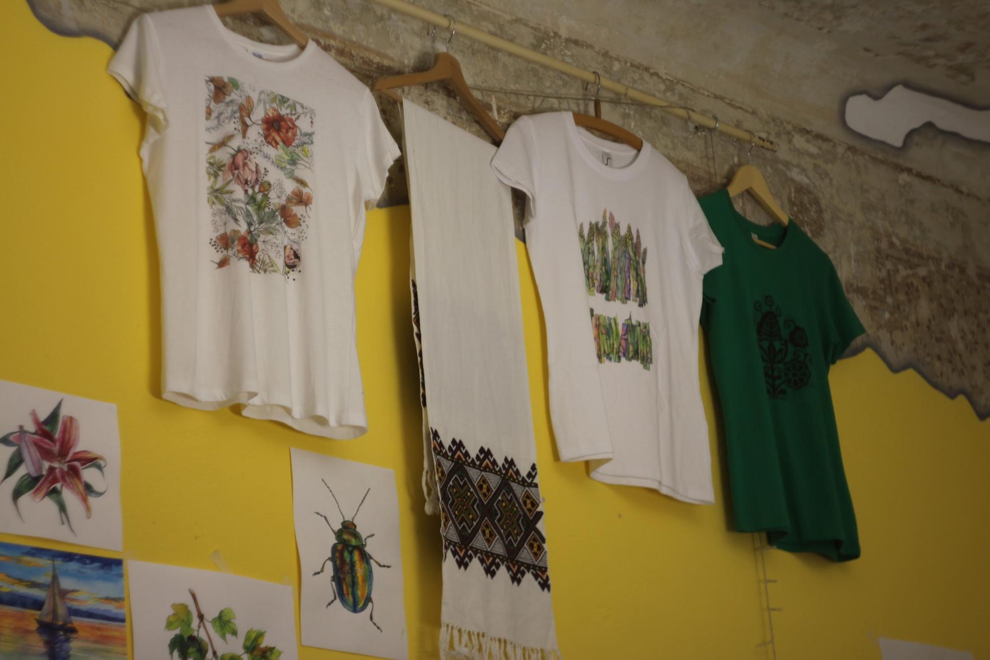 футболки українські