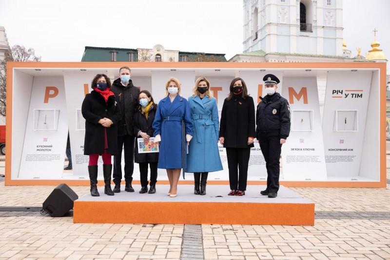 зеленська відкрила виставку проти насильства