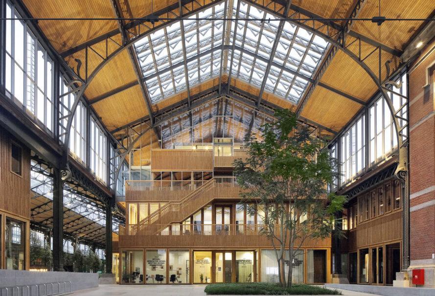 Залізничний вокзал Брюсселю перетворили на дерев'яний торговий центр: фото