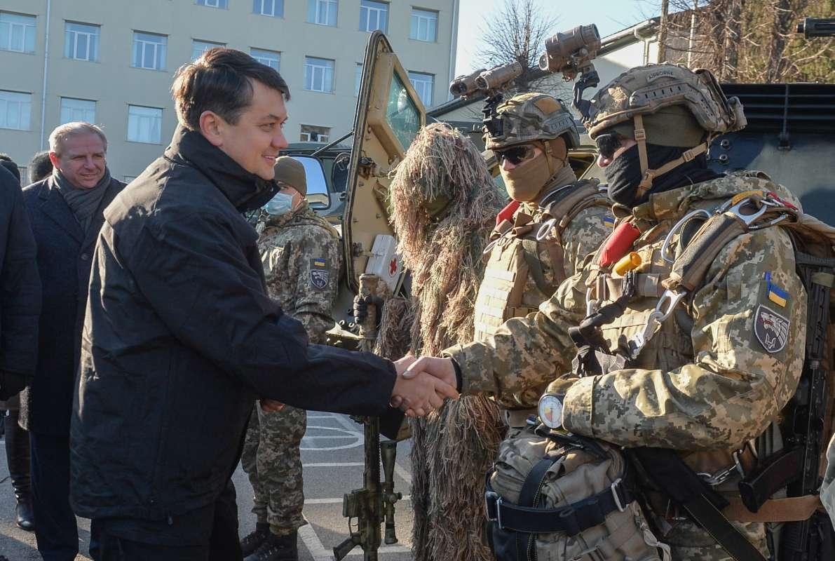 Разумков заявив, що кількість військових, що заступає на бойове чергування, має дорівнювати кількості, що повертається