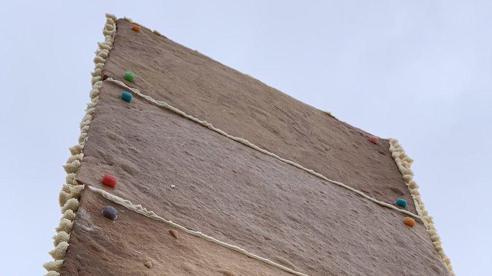 У Сан-Франциско з'явився загадковий моноліт з імбирних пряників: фото