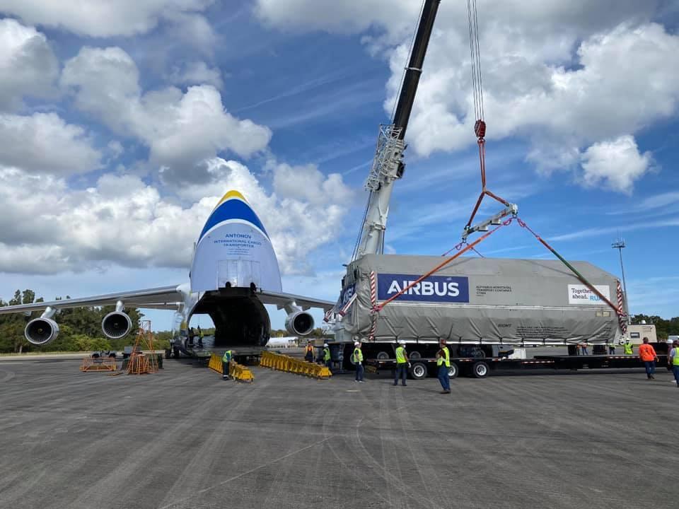 Український літак допоміг Ілону Маску перевезти найбільший в історії компанії супутник для Space X