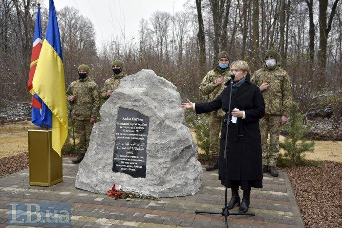 На Київщині відкрили пам'ятний знак на честь Аміни Окуєвої